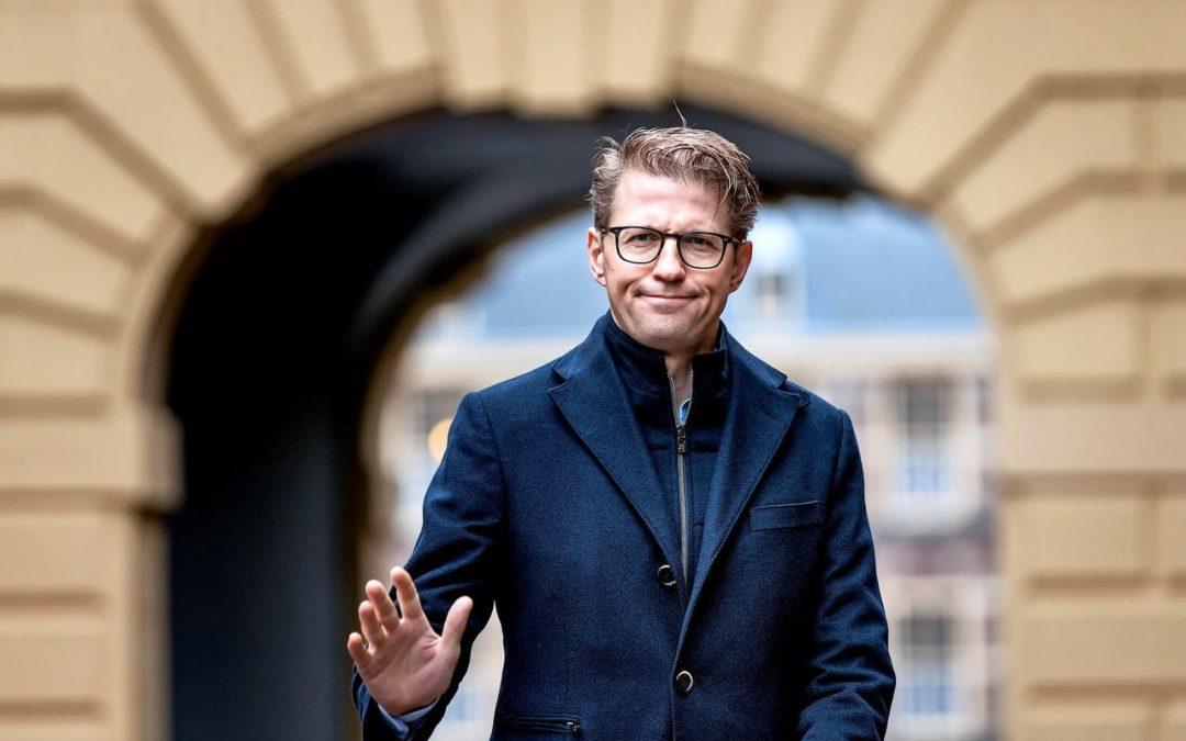 Minister Dekker wil mediators toch reguleren met nieuwe wet